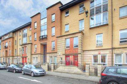 3 Bedrooms Maisonette Flat for sale in Errol Gardens, New Gorbals, Glasgow