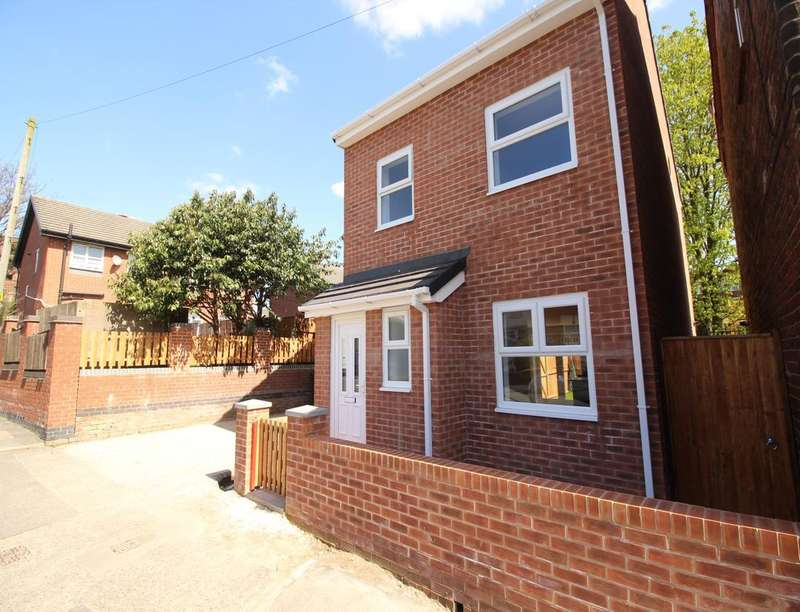 4 Bedrooms Detached House for sale in Siddow Common, Leigh, WN7