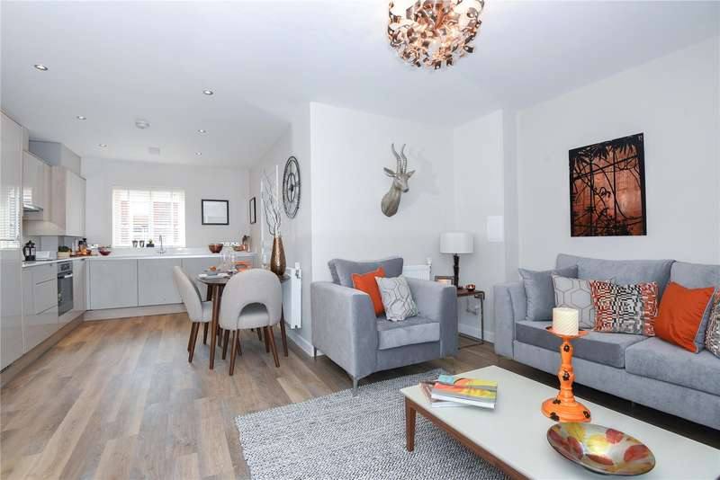 4 Bedrooms End Of Terrace House for sale in Chancellors Drive, Frimley, Camberley, Surrey, GU16