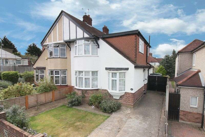 3 Bedrooms Semi Detached House for sale in Rushden Gardens, Clayhall