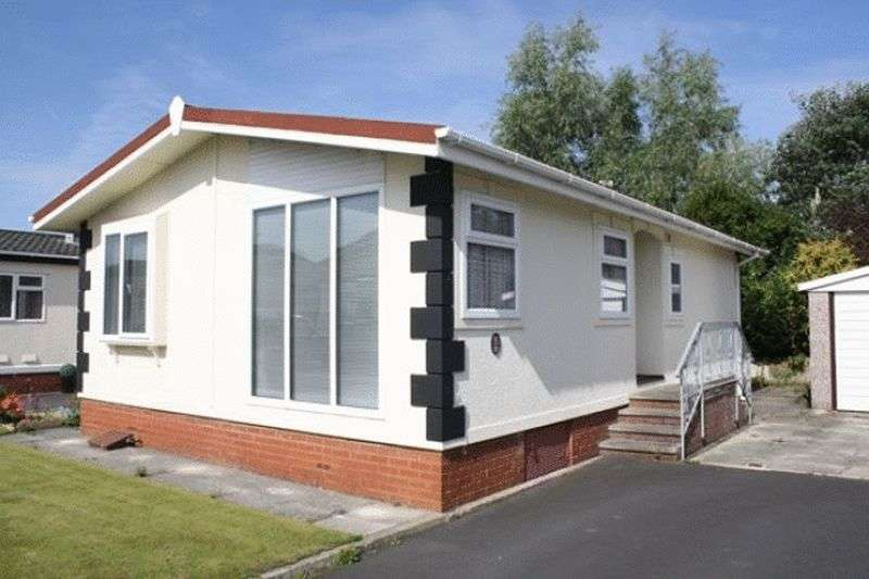 2 Bedrooms Bungalow for sale in 27 Willowgrove Park, Sandy Lane, Preesall, Knott End,, Lancashire, FY6 0RB