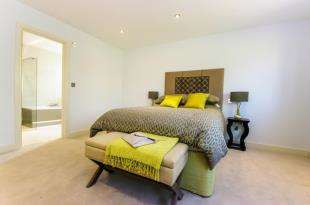 6 Bedrooms House for sale in Kings Cross Lane, South Nutfield