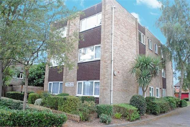 2 Bedrooms Flat for sale in Osborne House, Manor Road, Twickenham
