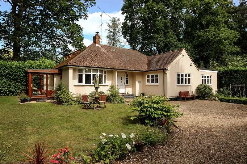 3 Bedrooms Detached Bungalow for sale in Nine Mile Ride, Wokingham, Crowthorne, RG40