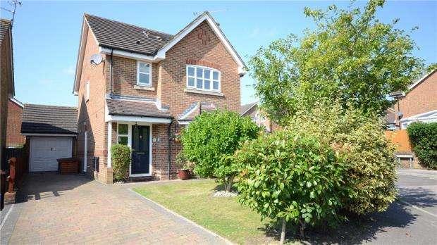 4 Bedrooms Detached House for sale in 10 Laurel Gardens, Aldershot, Hampshire, GU11 3TQ