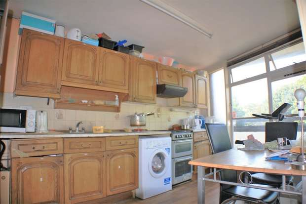 3 Bedrooms Flat for sale in Bushell Close, Tulse Hill, London