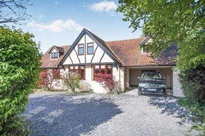 4 Bedrooms Bungalow for sale in Tudor Estate, Clacton-On-Sea, Essex