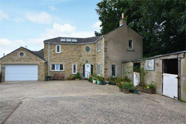 3 Bedrooms Detached House for sale in High Street, Clayton West, Huddersfield, West Yorkshire
