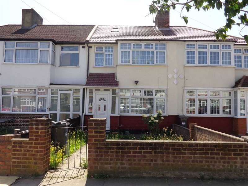 3 Bedrooms Property for sale in Hadley Gardens, Norwood Green, Middlesex