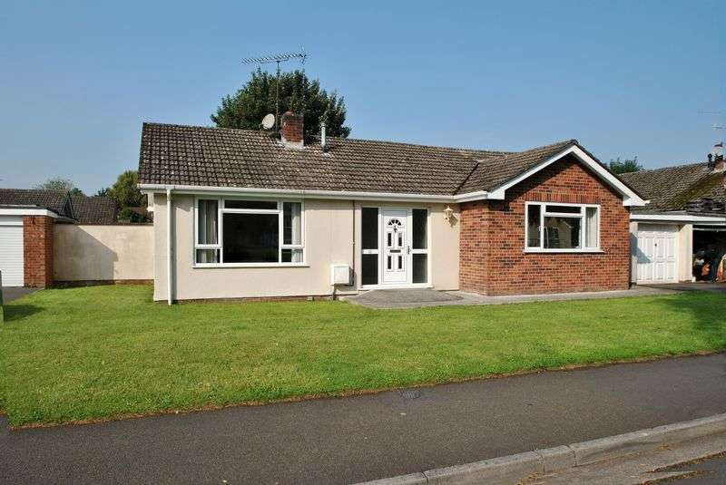 2 Bedrooms Detached Bungalow for sale in Detached bungalow close to amenities.