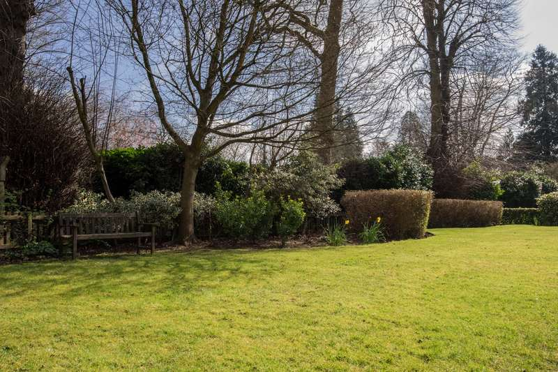 1 Bedroom Apartment Flat for sale in Churchfield Court, Roebuck Close, Reigate, Surrey, RH2