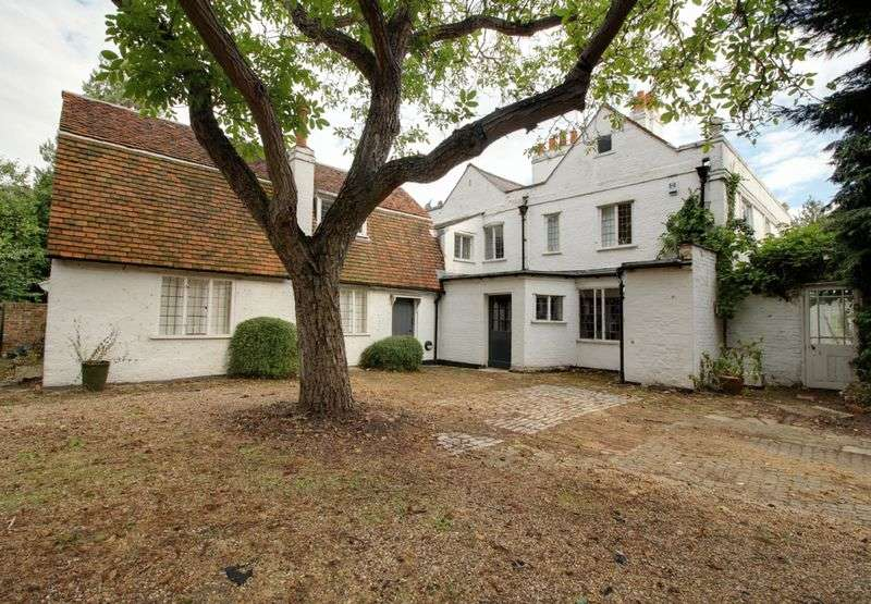 6 Bedrooms Detached House for sale in Churchgate, Cheshunt , Hertfordshire