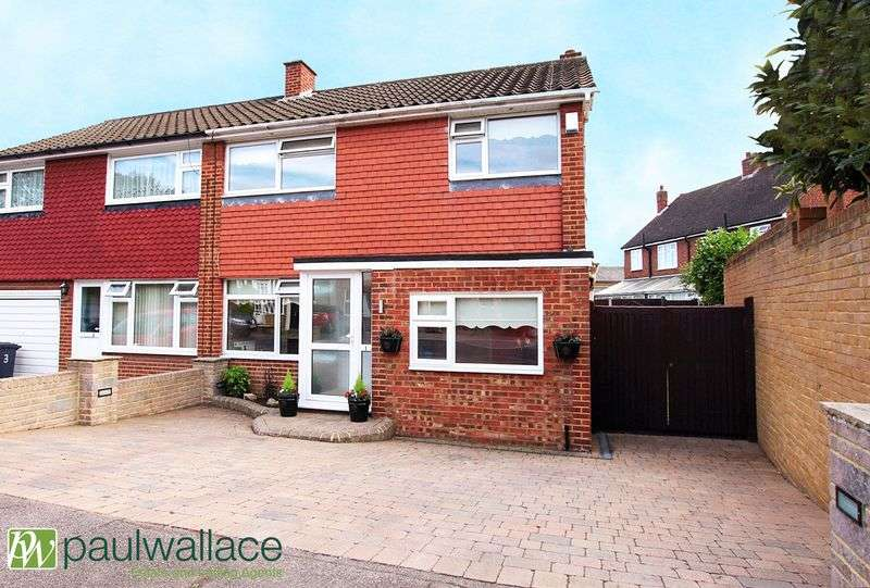 3 Bedrooms Terraced House for sale in Nunsbury Drive, Turnford