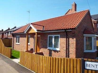 2 Bedrooms Bungalow for sale in Bentinck Avenue, Tollerton, Nottingham