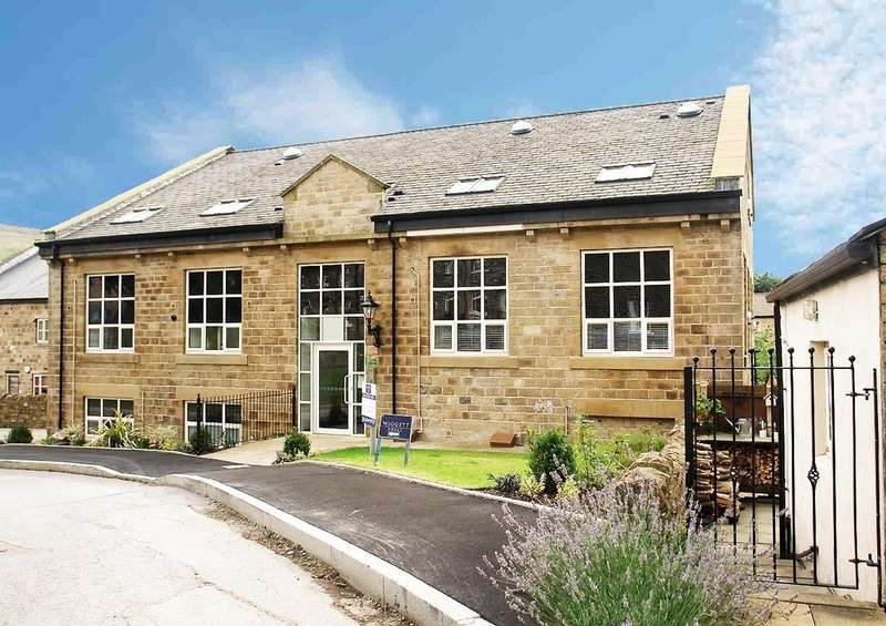 2 Bedrooms Flat for sale in Gibbs Close, Greenfield, Saddleworth