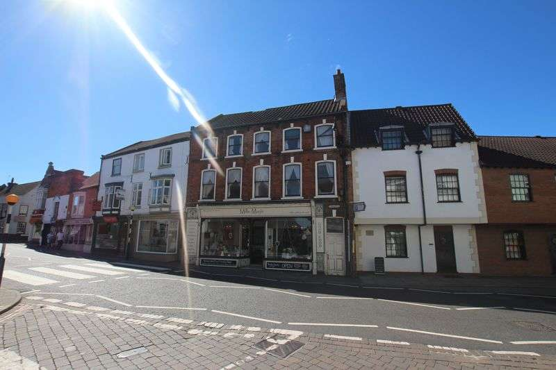 2 Bedrooms Maisonette Flat for sale in CHURCH CLOSE, LOUTH
