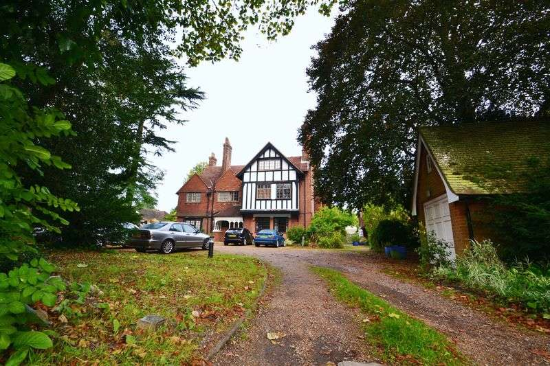 2 Bedrooms Flat for sale in Hawthorne Road, Bickley