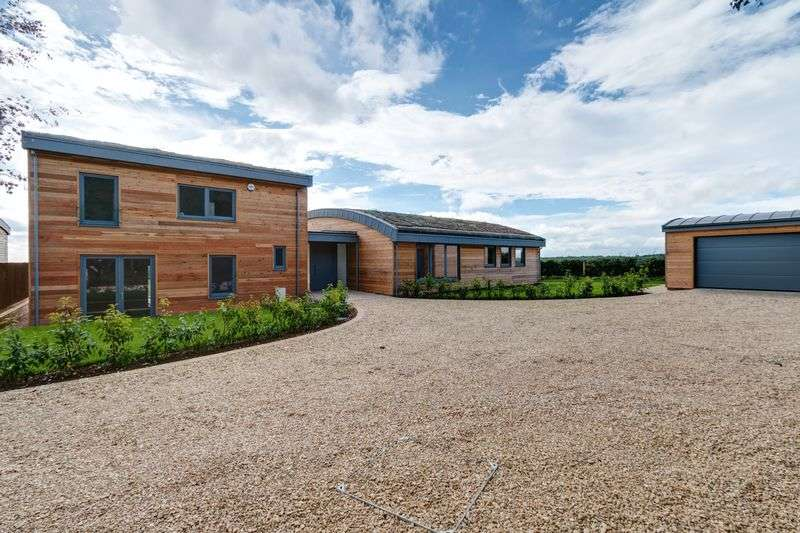 5 Bedrooms Detached House for sale in Hawcote Hill, Birdlip, Gloucester, Gloucestershire