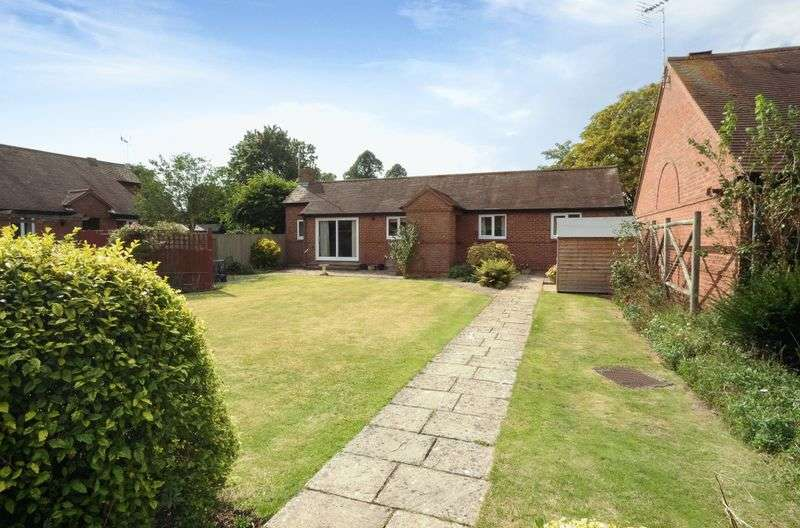2 Bedrooms Detached Bungalow for sale in Manor Court, Abingdon