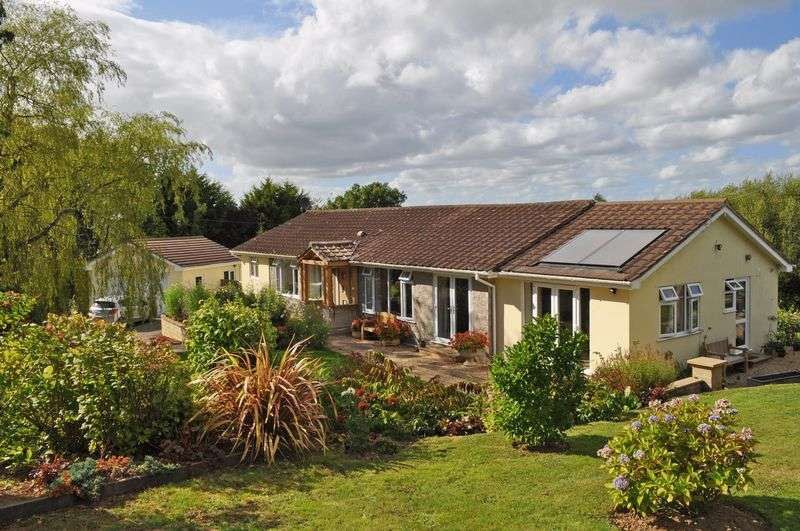 4 Bedrooms Detached Bungalow for sale in Longdown, Exeter