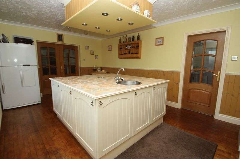 4 Bedrooms Detached House for sale in Castle Hills Road, Womersley