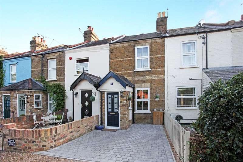 2 Bedrooms Terraced House for sale in Church Terrace, Windsor, Berkshire, SL4