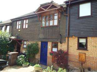 2 Bedrooms Terraced House for sale in Dongola Road, Rochester, Kent