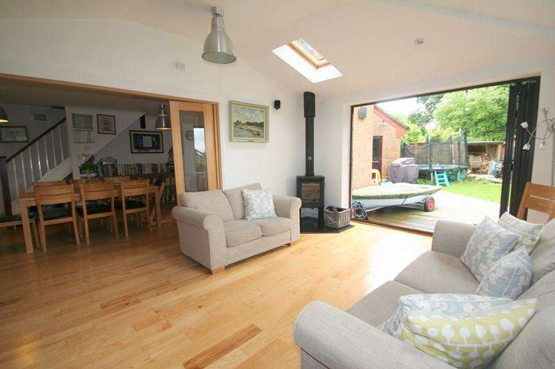 4 Bedrooms Semi Detached House for sale in Barton Drive, Southampton