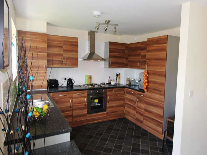 3 Bedrooms Property for sale in Vale Street, Darwen, BB3