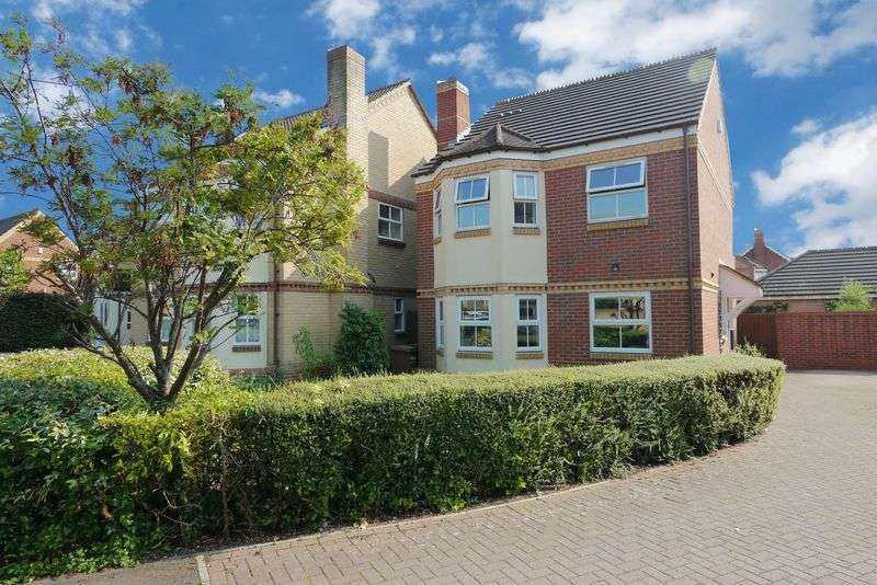 4 Bedrooms Detached House for sale in SHORT FURLONG
