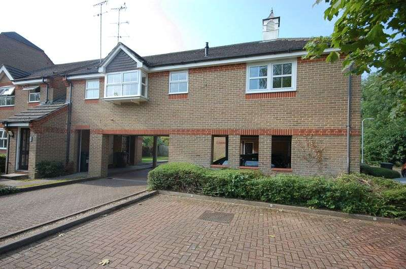 1 Bedroom Flat for sale in Salters Close, Rickmansworth, WD3 1HJ