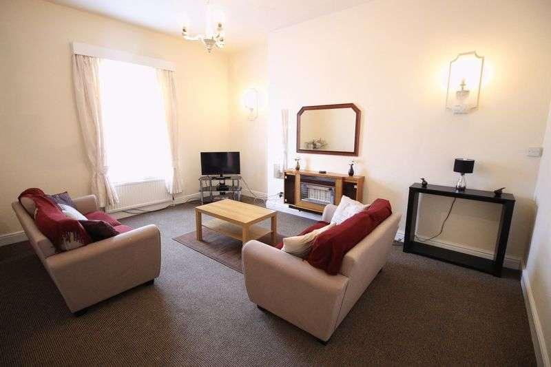 2 Bedrooms Flat for sale in Third Floor Flat, Esplanade Gardens
