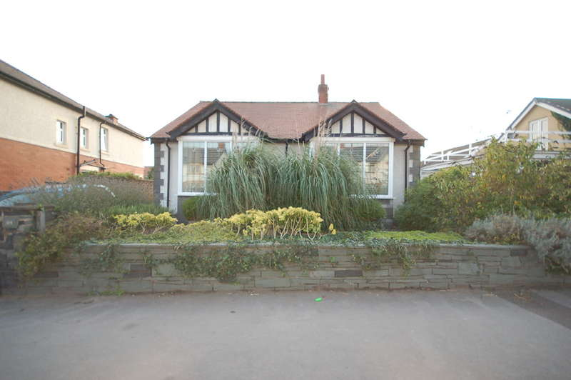 3 Bedrooms Detached Bungalow for sale in St Andrews Road North, Lytham St Annes