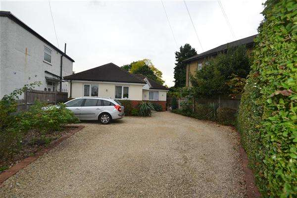 3 Bedrooms Bungalow for sale in Oaks Avenue, Feltham