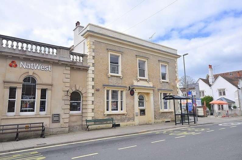 2 Bedrooms Flat for sale in Wimborne Town Centre