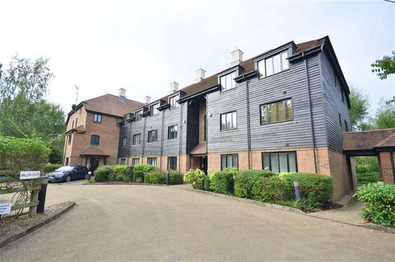 2 Bedrooms Property for sale in Willow Court, Rickmansworth, Hertfordshire, WD3