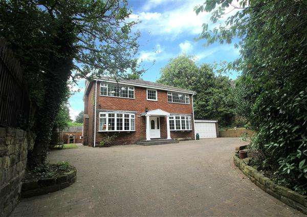 4 Bedrooms Detached House for sale in Church Close, Hemsworth