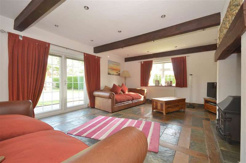 4 Bedrooms Detached House for sale in Inlands Road, Nutbourne, West Sussex, West Sussex