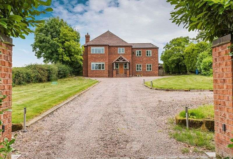 4 Bedrooms Detached House for sale in Bromstead Common, Newport