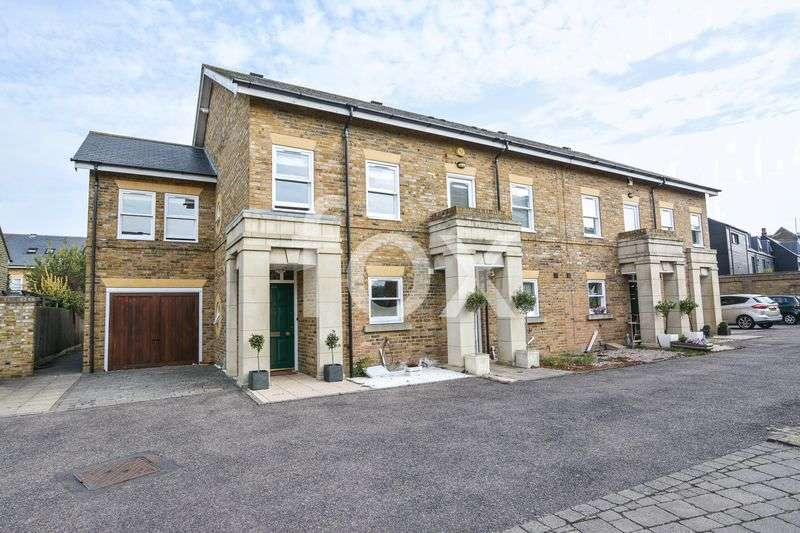 3 Bedrooms Semi Detached House for sale in Horseshoe Crescent, Southend-On-Sea