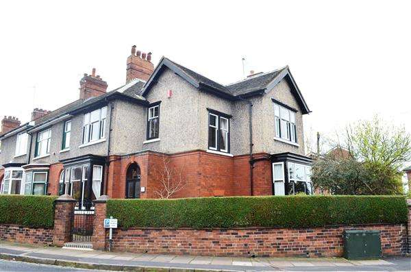 3 Bedrooms End Of Terrace House for sale in Yoxall Avenue, Hartshill, Stoke on Trent