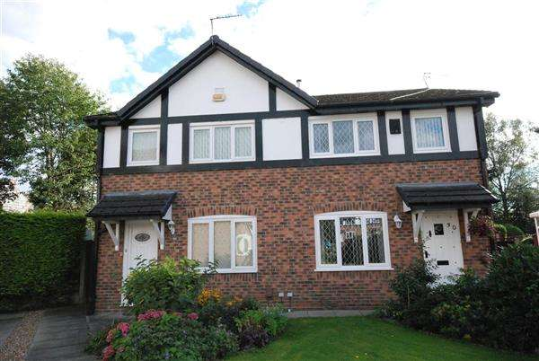 3 Bedrooms Semi Detached House for sale in Clitheroe Close, Rochdale