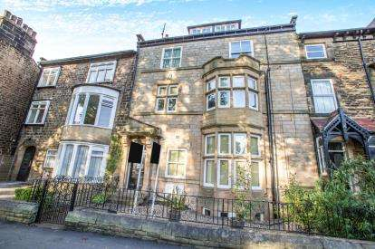 2 Bedrooms Flat for sale in Devonshire Place, Harrogate, North Yorkshire, Harrogate