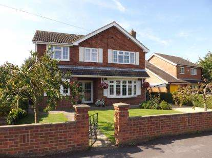 4 Bedrooms Detached House for sale in Alfred Smith Way, Legbourne, Louth, Lincolnshire