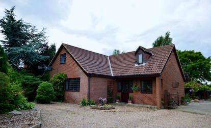 5 Bedrooms Detached House for sale in Station Road, Ulceby, North Lincolnshire