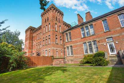 2 Bedrooms Flat for sale in Charlemont, Crookbarrow Road, Worcester, Worcestershire