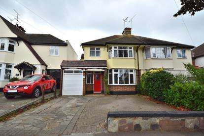 3 Bedrooms Semi Detached House for sale in Thorpe Bay, Essex