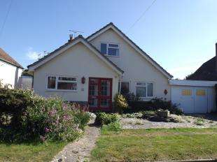 4 Bedrooms Bungalow for sale in Minton Road, Felpham, West Sussex