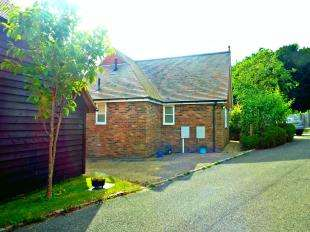 3 Bedrooms Bungalow for sale in Pipers Yard, Alexandra Road, Mayfield, East Sussex