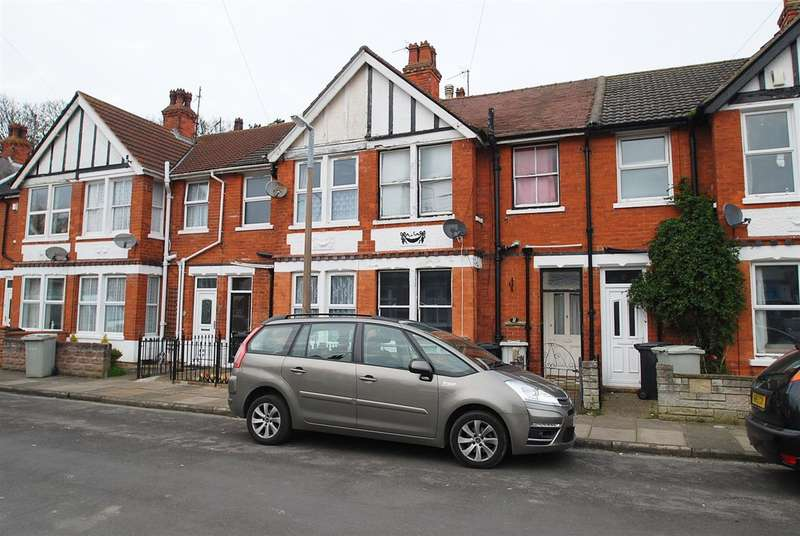 3 Bedrooms Terraced House for sale in Clifton Grove, Skegness